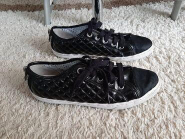Patike cipele - Srbija: Geox crna patika cipela br 39 ugg 24.7Nosene, ocuvane. Deo na vrhu kod
