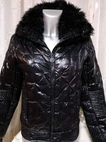 Teranova lepo ocuvana jakna, M vel.  100% poliester.  Cena 1400 din