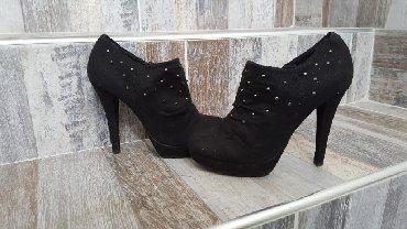 Ženska obuća | Arandjelovac: Catwalk gleznjace, nosene, 3 nitnice su samo otpale, neprimetno je
