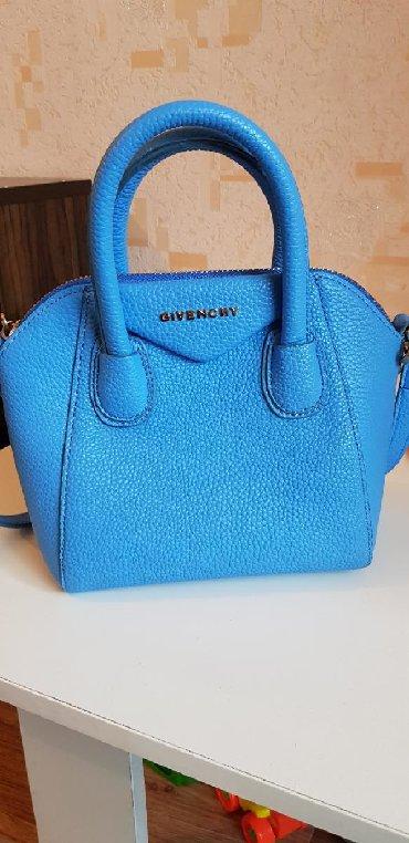 сумка-бу-кожа в Кыргызстан: Кожаная сумка Givenchy, идеально прошитая, покупала в плазе . Состояни