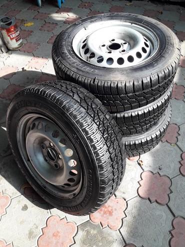 запчасти volkswagen transporter t4 в Кыргызстан: Продаю зимнию резину 205/65/16с на Фольцфаген Транспартер T4 T5 грузо