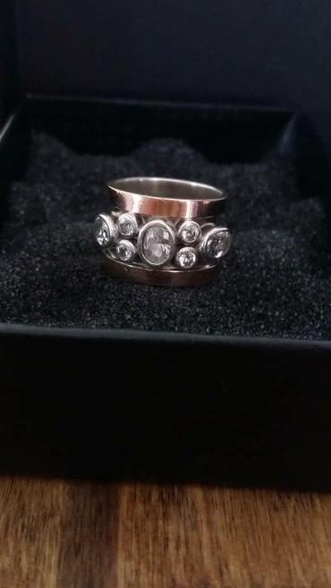 Продаю объемное кольцо с золотыми накладками.Серебросделано на