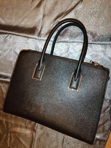 Bez cipele - Srbija: H&M torba, tri prgrade, 2 sa cipzarom, jedna sredisnja bez