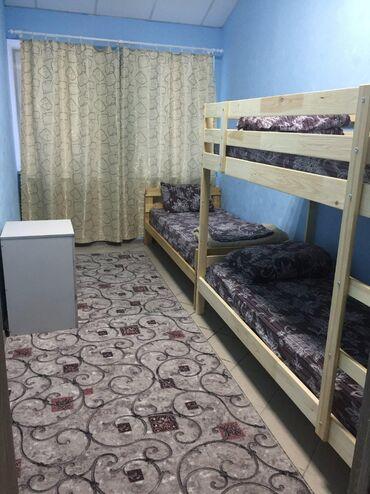 Гостиница хостел для студентов и командировочный мужчина все комфортно