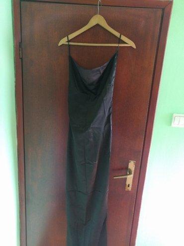 Duga leprsava haljina - Crvenka: Duga satenska elegantna haljina sa golim ledjima. welicicna S. ja