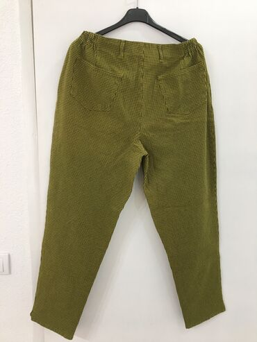 Pantalone, za elegantno popunjene. Imaju u sebi elastina, duboke. Odg