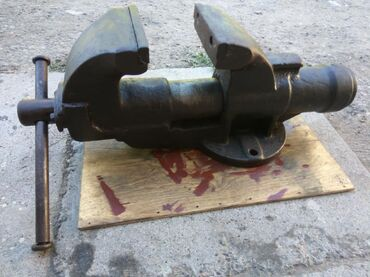 shlepancy na tanketke в Кыргызстан: Продаю большие тиски, вес 40 кг. Советские, в идеальном состоянии