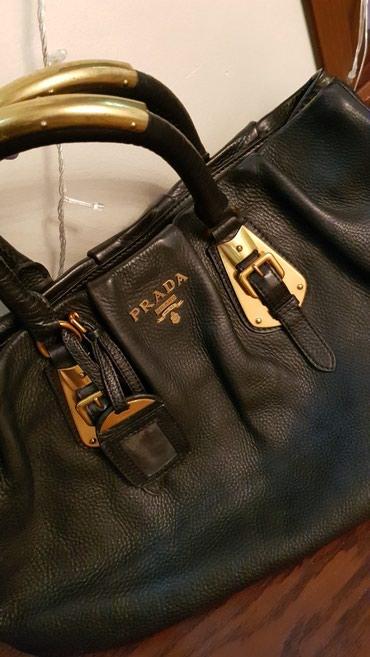 рубашка prada в Кыргызстан: Продаю сумку Prada оригинал.Кожа 100%. Цвет черн.Новая! Нет коробки и