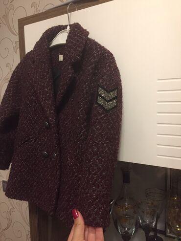 uşaq paltosu - Azərbaycan: Usaq paltosu satilir Mangodan alinib baha usag ad gunune geyinib