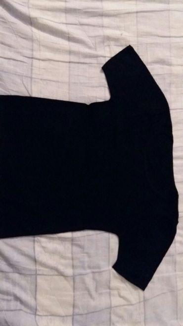 Majica S,materijal jako mekan(kupljena u Fr)nosena a i dalje zadrzala - Petrovac na Mlavi