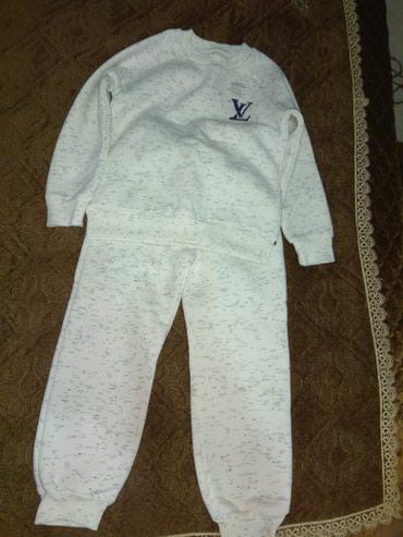Продаю новый тепленький костюмчик с в Бишкек