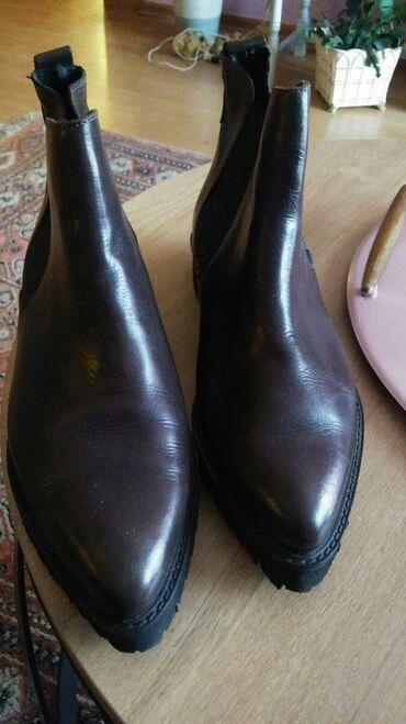 Pre - Srbija: Italijanske cizme.kozne,pise broj 40,ali su pre 39.Zato ih prodajem