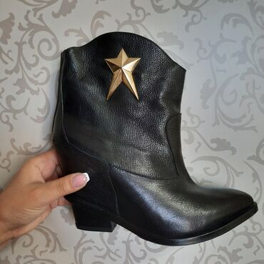 10561 объявлений: Другая женская обувь