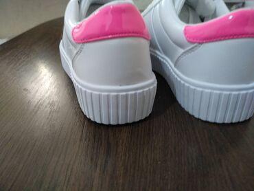 Продаю новые кроссовки Guess (оригинал) 36 размер. Заказывала для себя