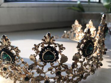 Фурнитура для бижутерии - Кыргызстан: Золотая корона с изумрудными камнями Бижутерия  Торг уместен