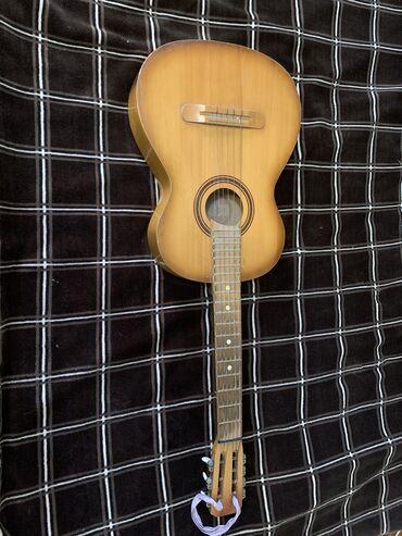 Музыкальные инструменты - Кыргызстан: Продаю срочно, гитара.  Гитара