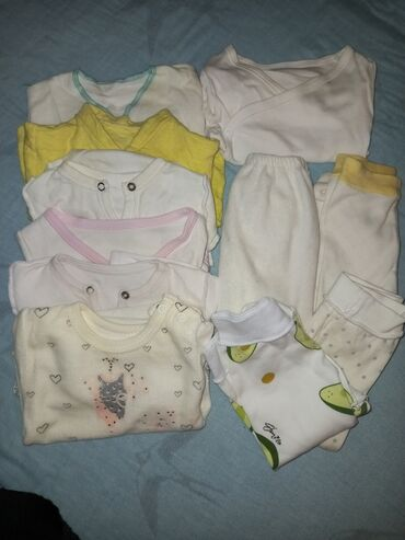 Для новорождённого кофточки, боди, ползунки носочки