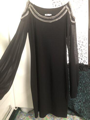 черное до колен платье в Кыргызстан: Продаю красивое, черное платье чуть выше колен, Турция, 42-44 размер