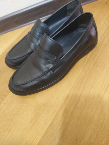 lipuçkalı kişi ayaqqabısı - Azərbaycan: F.gabbani firmasının 40 ölçü kişi ayaqqabısı. 75 azne alınıb. 1 dəfə