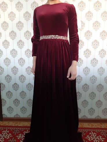 куплю платье в Кыргызстан: Платье бархат размер S, М