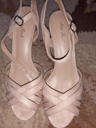 "Sandale svetlo puder roze boje, velur (izvrnuta ""koža""), nove, ali"