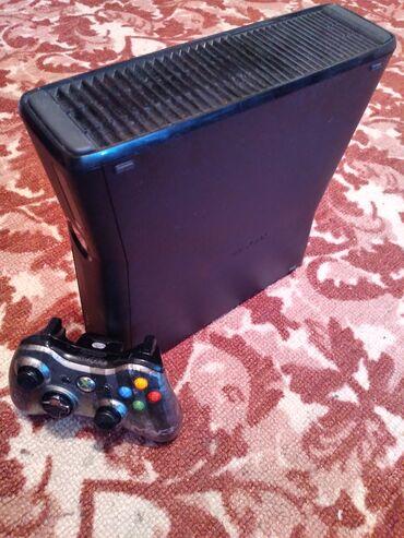 Видеоигры и приставки - Кыргызстан: Xbox 360 slimСостояние хорошееПрошивка lt 3.016 игр1 джойстик Все