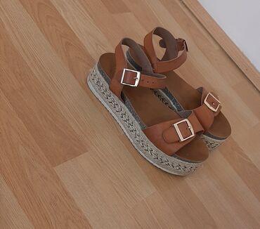 Braon deblji saten - Srbija: Braon sandale sa debljim djonom su u odlicnom stanju, veoma lagane i
