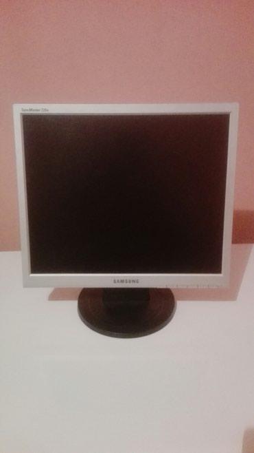Prodajem monitor  samsung s yncMaster 720n kad se upali radi 5 sekundi - Belgrade