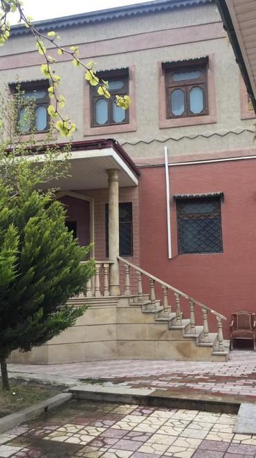 Bakı şəhərində Maştağa qəsəbəsinin mərkəzi küçəsində, marşrutların gur
