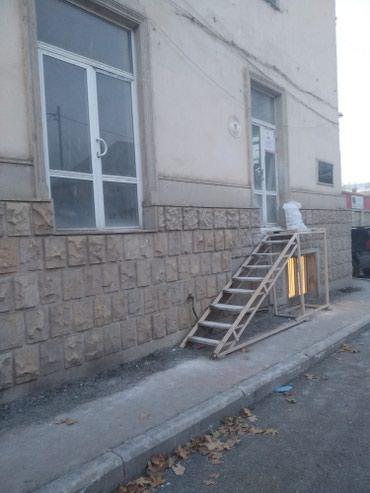 Gəncə şəhərində Gencede merkezde magazin 42 kv. tecili satilir 100000