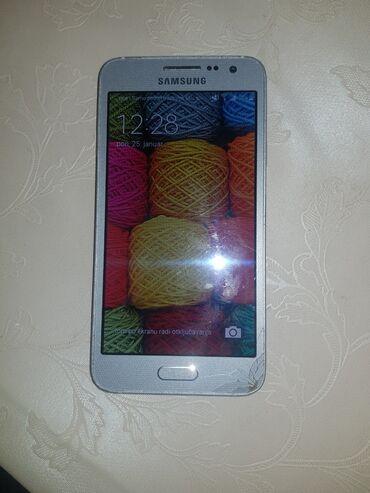 Samsung A3za delove ako nekome treba. On radi ali zvucnik mu ne radi