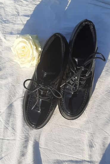 женская обувь новое в Ак-Джол: Ботинки лакированные
