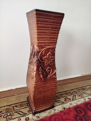 Напольная керамическая ваза. Высокая,для больших цветов. Новая