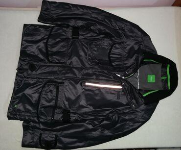 Original NOVA Hugo Boss jakna sa kompasom velicine L. Idealna za