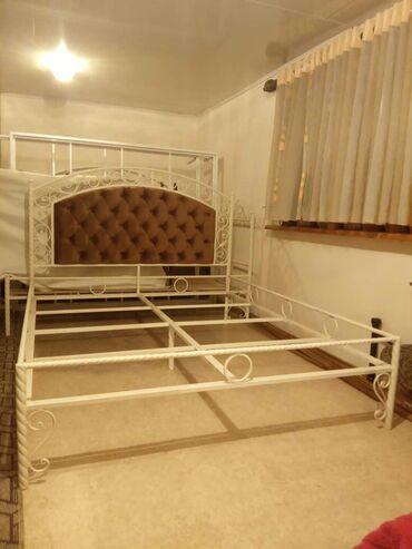 Двуспальные кровати в Кыргызстан: Кровать кованая, с мягким изголовьем, обивка честер, покраска