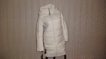 Срочно! Р.XS (40) Зимняя эффектная белая куртка с меховым бубоном и