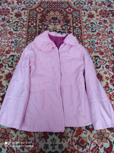 весеннее полупальто в Кыргызстан: Женская весенне-осенняя куртка 46 размера,в отличном