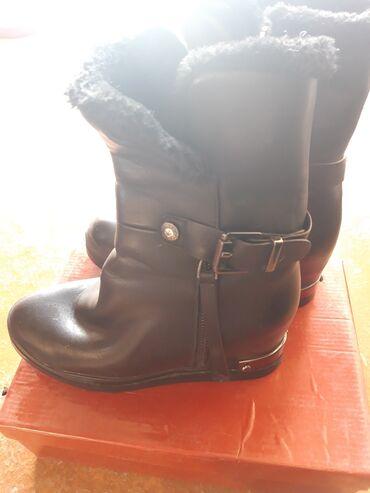 кирзовые сапоги бишкек в Кыргызстан: Сапоги зимние- на платформе. Очень удобная обувьутепленая. 38 разме
