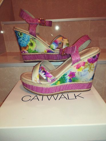 POTPUNO NOVE sandale sa platformom. Broj 39. Catwalk - Nis