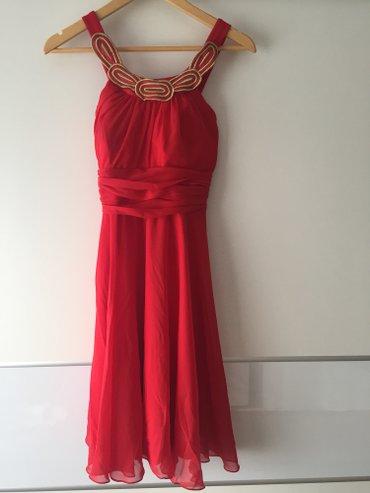 Crvena plisana haljina - Srbija: Haljina crvena, letnja prelepa ima umetnute korpe tako da se nosi