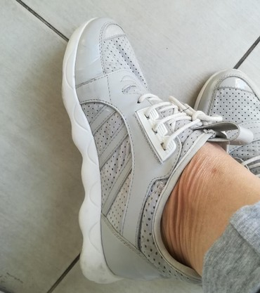 Ženska patike i atletske cipele | Batajnica: CHANEL patike malo nošene br 38 plaćene 100 e