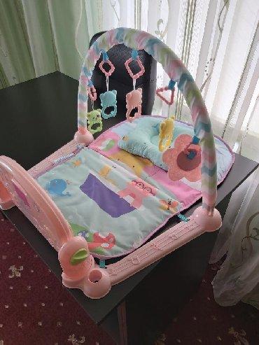 Другие товары для детей - Кыргызстан: Продаю детский коврик, новая как открыли так и стоит наш ребёнок не