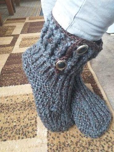 Sivo odelo - Srbija: Pletene cizmePletene sobne papuce koje izgledom podsecaju na