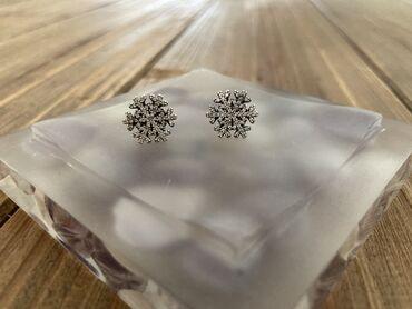 Μασιφ ασημένια σκουλαρίκια με κρύσταλλα μάρκας Pandora σε σχεδιο