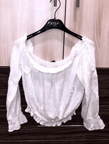 Bela bluza, S/M vel. Nošena par puta, bez oštećenja. Za vise - Kragujevac