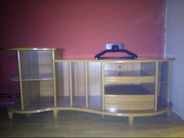 Kuća i bašta - Becej: TV komoda u besprekornom stanju, visoki sjaj, očuvana.Cena 8000 dinara