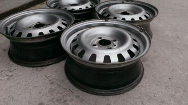 железные диски на 15 в Кыргызстан: Продаю железные диски 2 комплекта 14-5*100 разболтовка и 15- 5*112