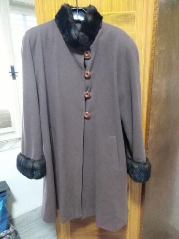 Prelep kaput, italijanske proizvodnje, kašmir i vuna mek. Veličina 42
