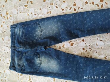 Женские джинсы в Каинды: Джинсовые брюки на 10-11 лет,женские,турецкого производства,состояние