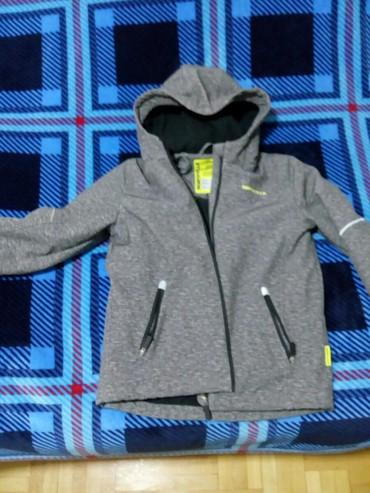 Dečija odeća i obuća - Nis: Kratko nosena jakna,prakticno nova,za zimu. nepromociva